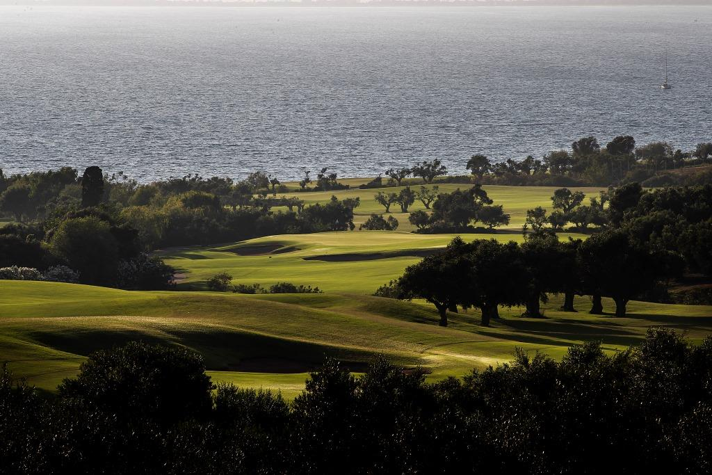https://golftravelpeople.com/wp-content/uploads/2019/04/Costa-Navarino-Golf-Club-The-Bay-Course-17.jpg