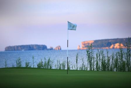 https://golftravelpeople.com/wp-content/uploads/2019/04/Costa-Navarino-Golf-The-Bay-Course-8.jpg