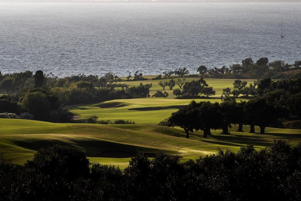 https://golftravelpeople.com/wp-content/uploads/2019/04/Costa-Navarino-Golf-The-Bay-Course-LowRes-7-1024x683.jpg