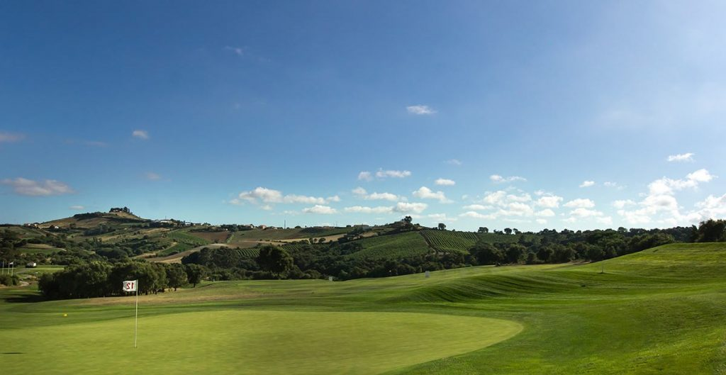 https://golftravelpeople.com/wp-content/uploads/2019/04/Dolce-Campo-Real-19-1024x529.jpg