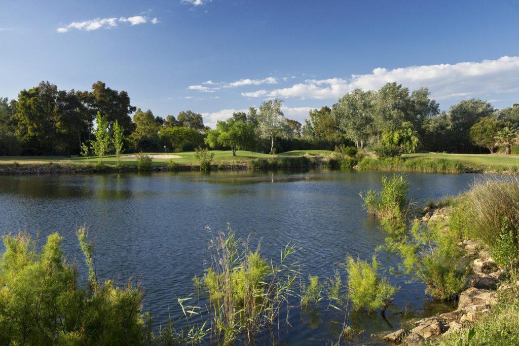 https://golftravelpeople.com/wp-content/uploads/2019/04/Dom-Pedro-Vilamoura-Laguna-Course-18-1024x683.jpg
