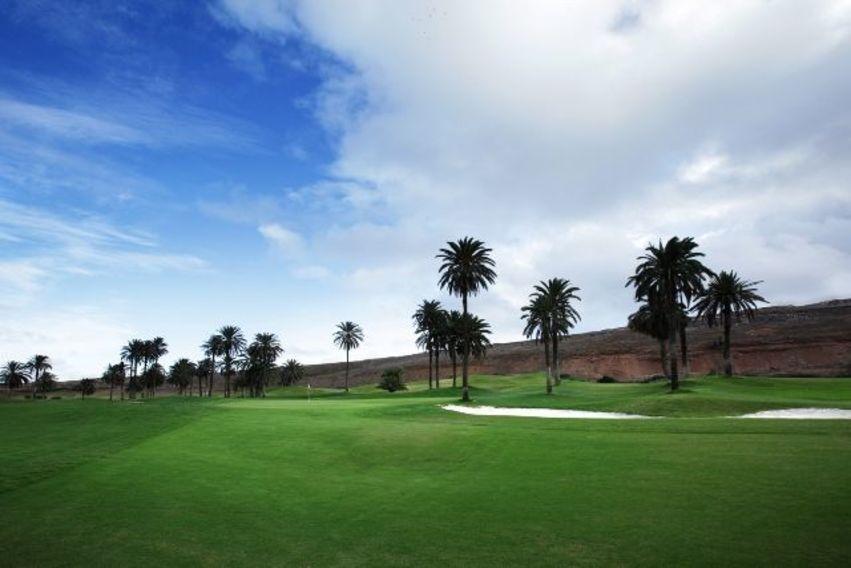 https://golftravelpeople.com/wp-content/uploads/2019/04/El-Cortijo-Club-de-Campo-Gran-Canaria-10-5.jpg