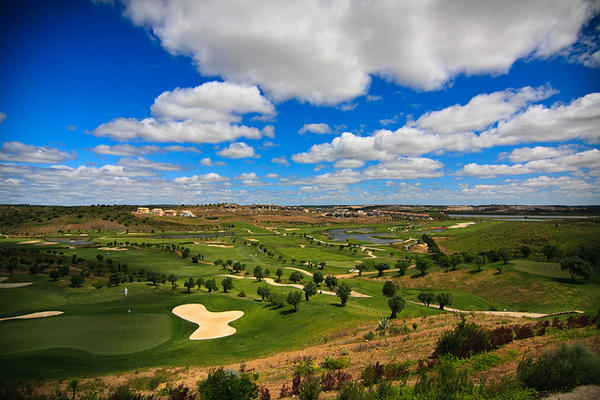 https://golftravelpeople.com/wp-content/uploads/2019/04/Espiche-Golf-Club-1.jpg