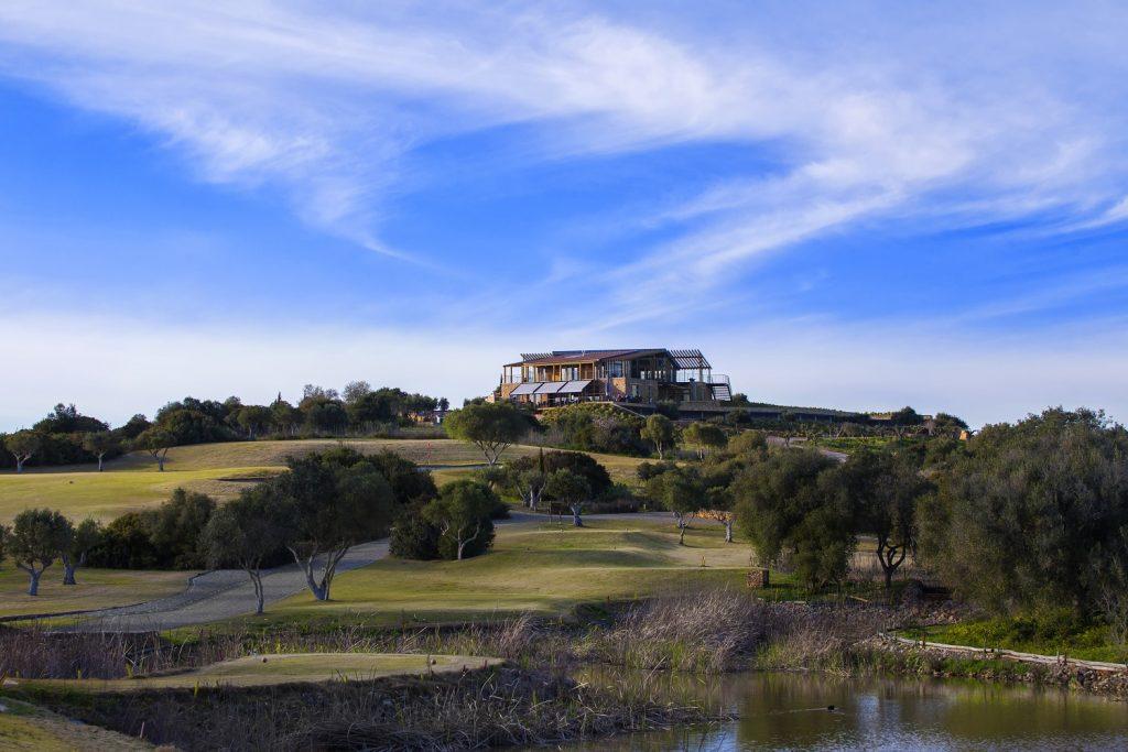 https://golftravelpeople.com/wp-content/uploads/2019/04/Espiche-Golf-Club-Lagos-Algarve-Portugal-1-1024x683.jpg