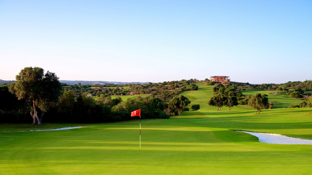 https://golftravelpeople.com/wp-content/uploads/2019/04/Espiche-Golf-Club-Lagos-Algarve-Portugal-13-1024x575.jpg