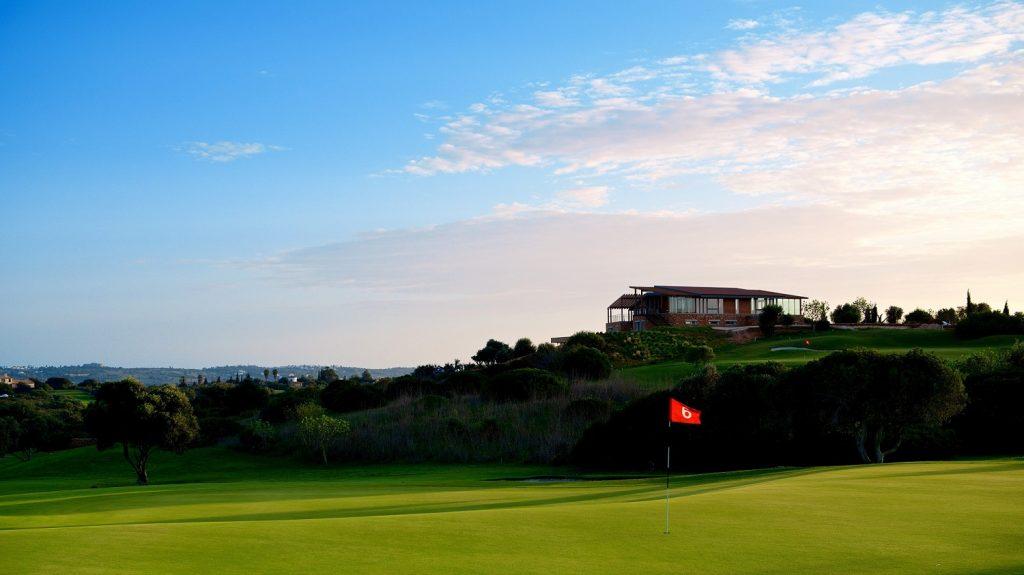 https://golftravelpeople.com/wp-content/uploads/2019/04/Espiche-Golf-Club-Lagos-Algarve-Portugal-2-1024x575.jpg