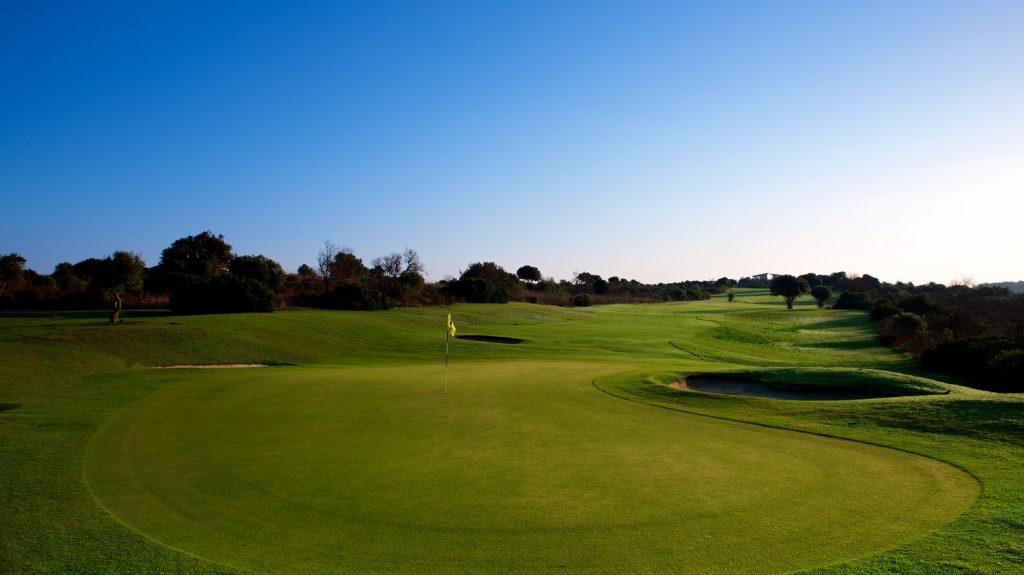 https://golftravelpeople.com/wp-content/uploads/2019/04/Espiche-Golf-Club-Lagos-Algarve-Portugal-4-1024x575.jpg
