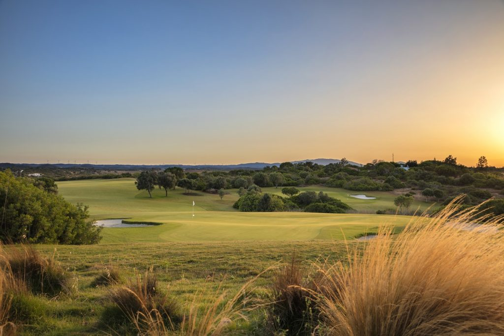 https://golftravelpeople.com/wp-content/uploads/2019/04/Espiche-Golf-Club-Lagos-Algarve-Portugal-5-1024x683.jpg