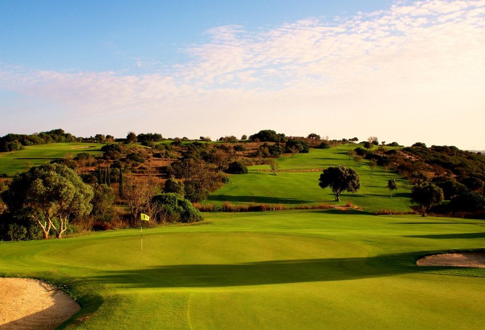 https://golftravelpeople.com/wp-content/uploads/2019/04/Espiche-Golf-Club-lo-res-2.jpg
