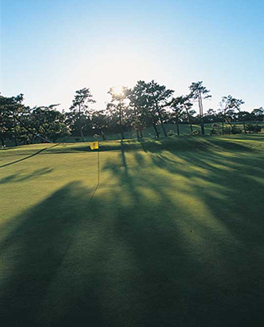 https://golftravelpeople.com/wp-content/uploads/2019/04/Estoril-Golf-Club-2.jpg