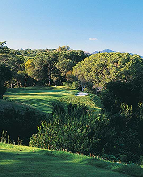https://golftravelpeople.com/wp-content/uploads/2019/04/Estoril-Golf-Club-3.jpg