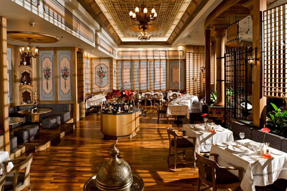 https://golftravelpeople.com/wp-content/uploads/2019/04/Gloria-Golf-Resort-Hotel-1.jpg