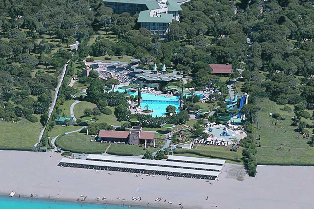 https://golftravelpeople.com/wp-content/uploads/2019/04/Gloria-Verde-Resort-7.jpg