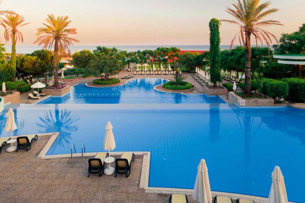 https://golftravelpeople.com/wp-content/uploads/2019/04/Gloria-Verde-Resort-8.jpg