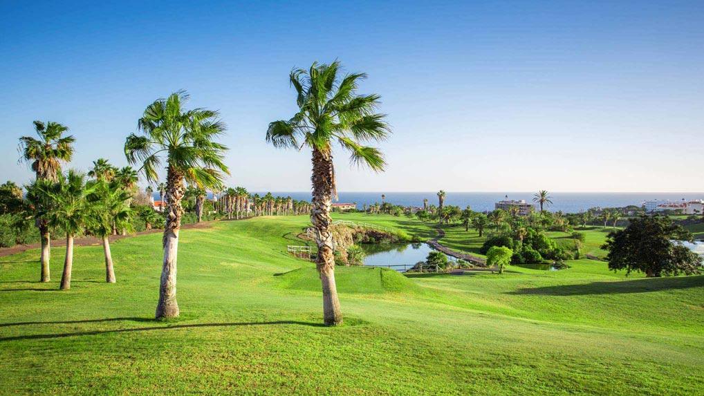 https://golftravelpeople.com/wp-content/uploads/2019/04/Golf-del-Sur-Tenerife-3.jpg