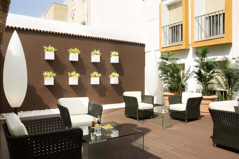 https://golftravelpeople.com/wp-content/uploads/2019/04/Hesperia-Hotel-Seville-4.jpg