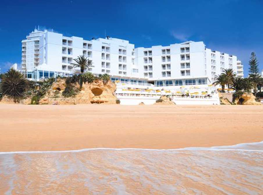 https://golftravelpeople.com/wp-content/uploads/2019/04/Holiday-Inn-Algarve-1.jpg