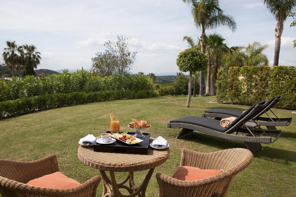 https://golftravelpeople.com/wp-content/uploads/2019/04/Hotel-Almenara-Sotogrande-10-1024x683.jpg