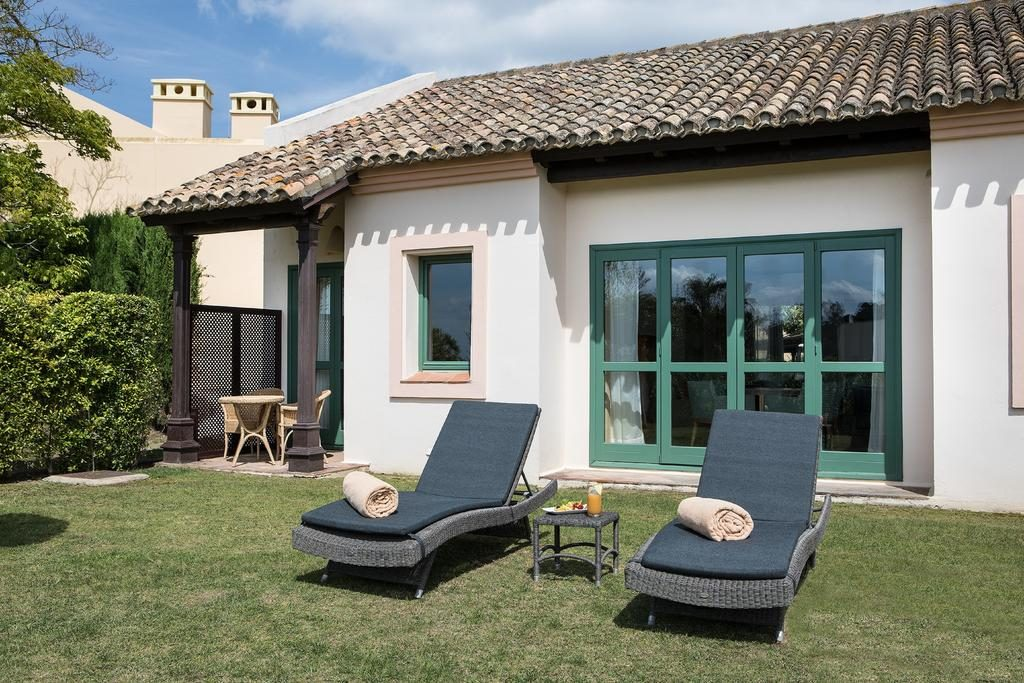 https://golftravelpeople.com/wp-content/uploads/2019/04/Hotel-Almenara-Sotogrande-12-1024x683.jpg