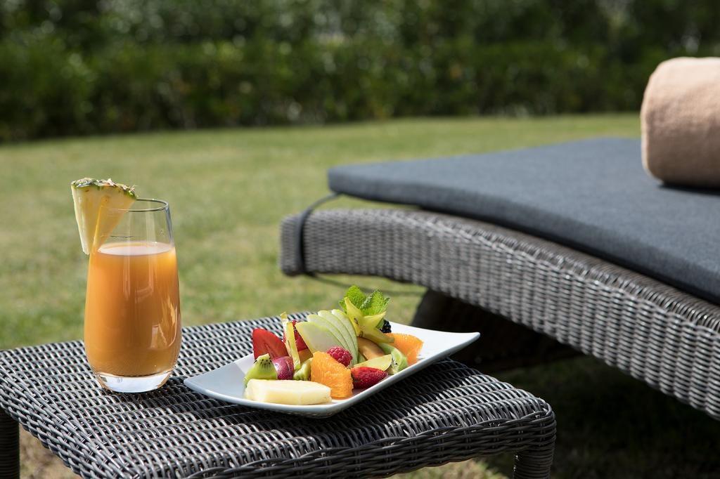 https://golftravelpeople.com/wp-content/uploads/2019/04/Hotel-Almenara-Sotogrande-13-1024x682.jpg