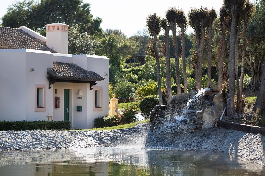https://golftravelpeople.com/wp-content/uploads/2019/04/Hotel-Almenara-Sotogrande-14-1024x683.jpg