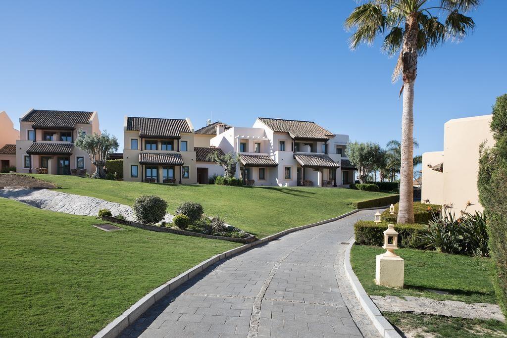 https://golftravelpeople.com/wp-content/uploads/2019/04/Hotel-Almenara-Sotogrande-15-1024x683.jpg