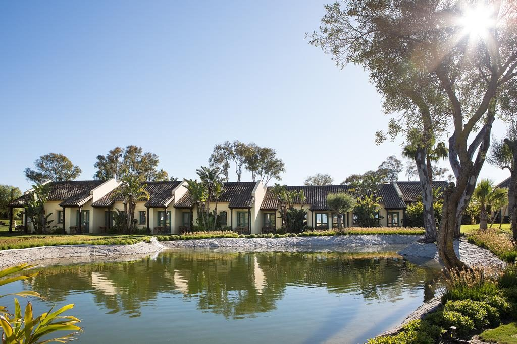 https://golftravelpeople.com/wp-content/uploads/2019/04/Hotel-Almenara-Sotogrande-16-1024x683.jpg