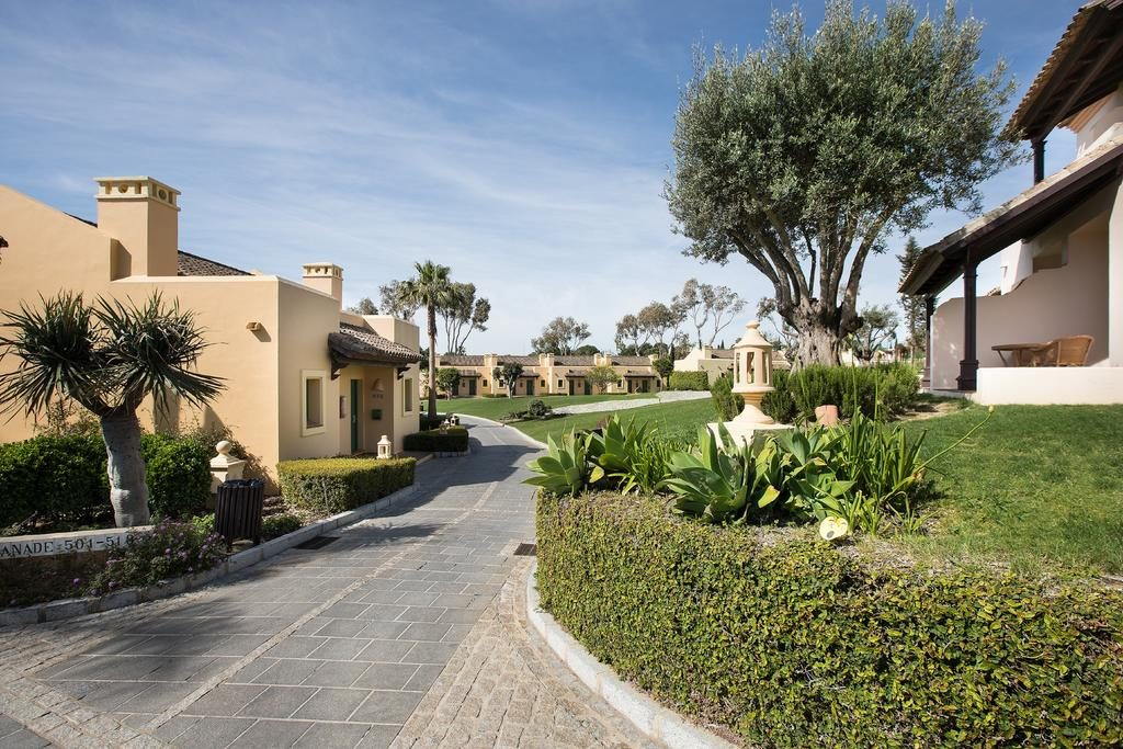 https://golftravelpeople.com/wp-content/uploads/2019/04/Hotel-Almenara-Sotogrande-17-1024x683.jpg