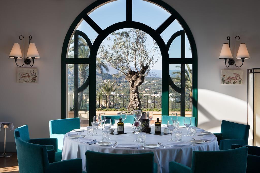 https://golftravelpeople.com/wp-content/uploads/2019/04/Hotel-Almenara-Sotogrande-18-1024x683.jpg