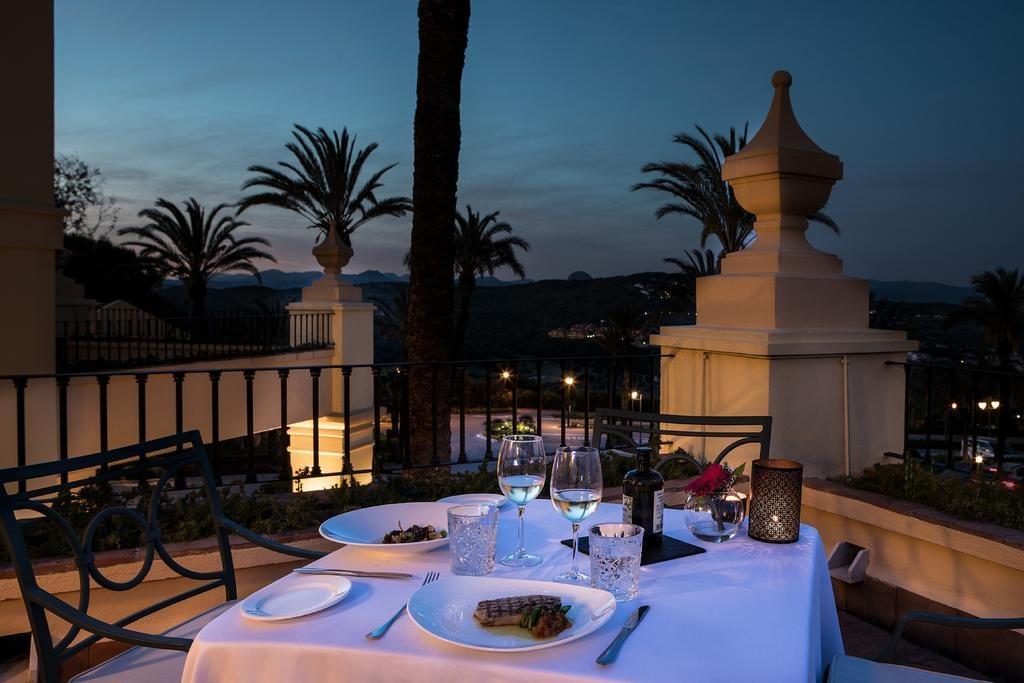 https://golftravelpeople.com/wp-content/uploads/2019/04/Hotel-Almenara-Sotogrande-19-1024x683.jpg