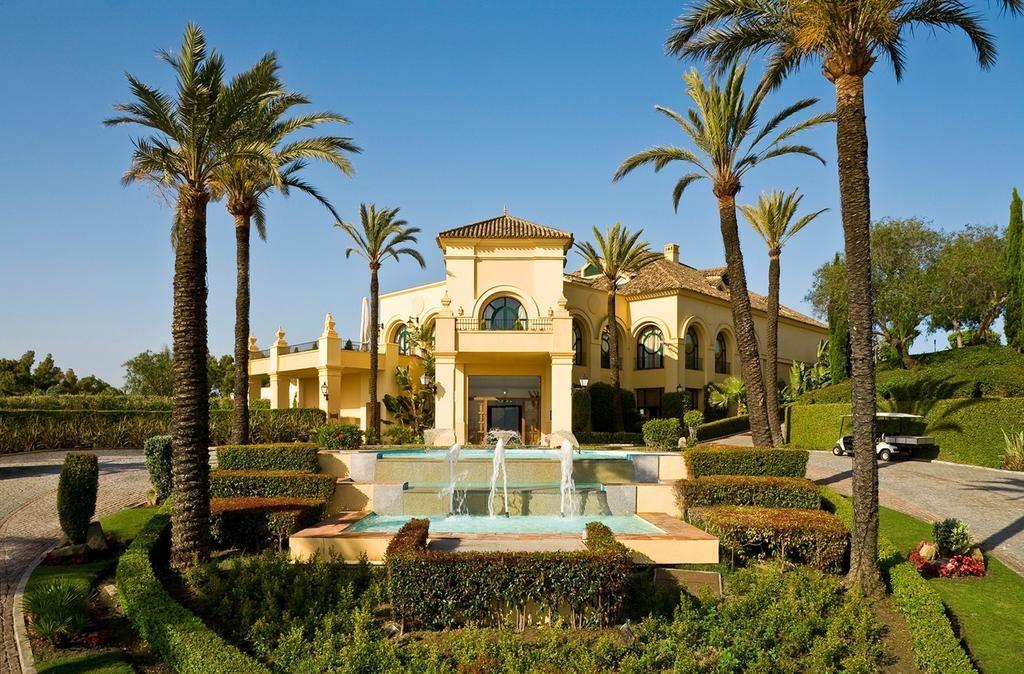 https://golftravelpeople.com/wp-content/uploads/2019/04/Hotel-Almenara-Sotogrande-2-1024x674.jpg