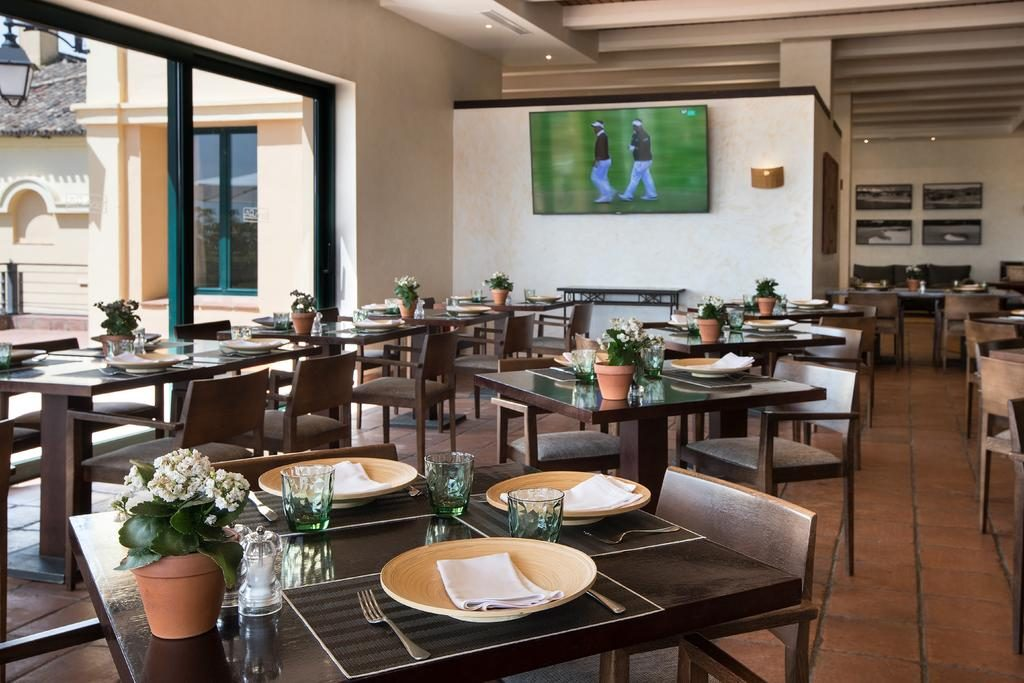 https://golftravelpeople.com/wp-content/uploads/2019/04/Hotel-Almenara-Sotogrande-20-1024x683.jpg
