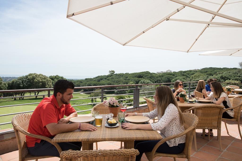 https://golftravelpeople.com/wp-content/uploads/2019/04/Hotel-Almenara-Sotogrande-21-1024x683.jpg