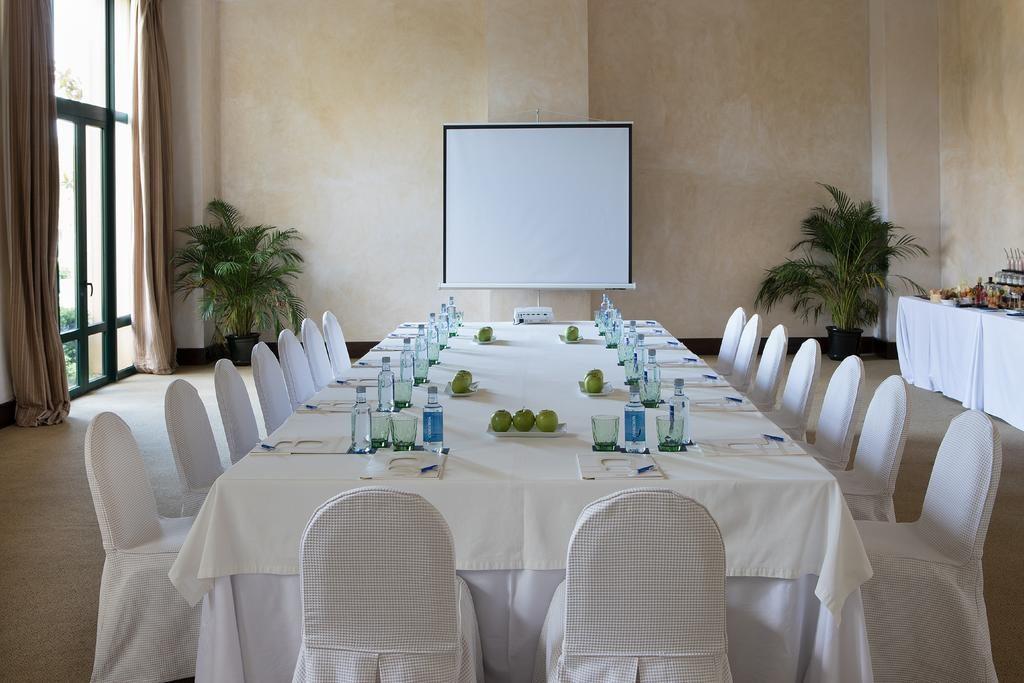 https://golftravelpeople.com/wp-content/uploads/2019/04/Hotel-Almenara-Sotogrande-22-1024x683.jpg