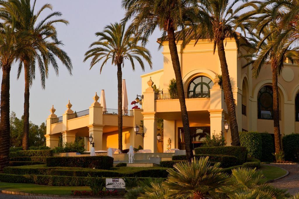 https://golftravelpeople.com/wp-content/uploads/2019/04/Hotel-Almenara-Sotogrande-3-1024x683.jpg