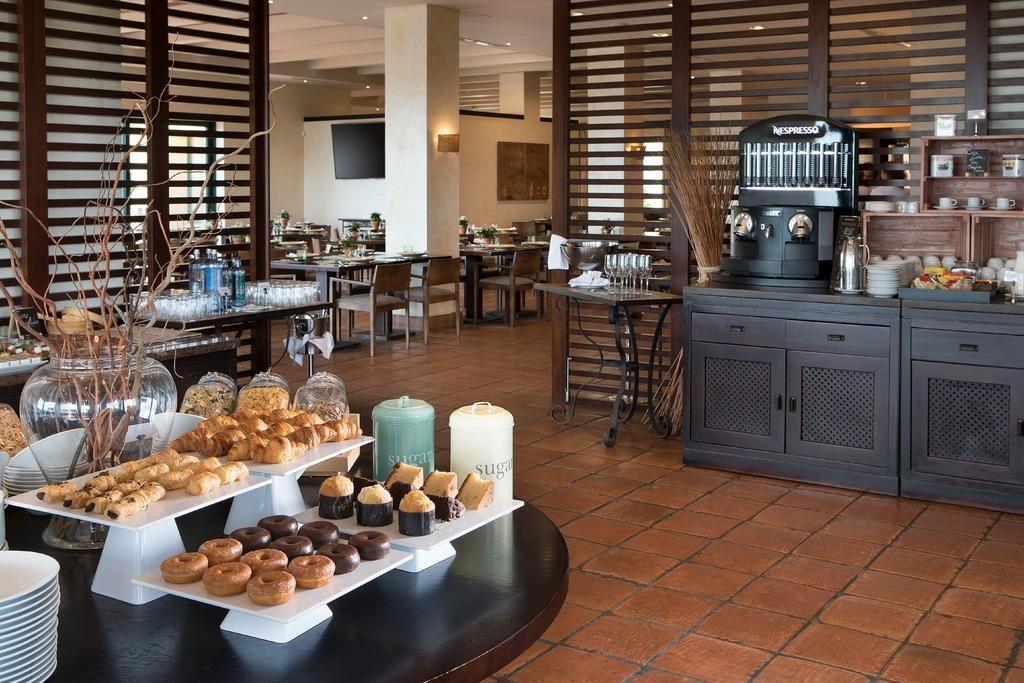 https://golftravelpeople.com/wp-content/uploads/2019/04/Hotel-Almenara-Sotogrande-6-1024x683.jpg