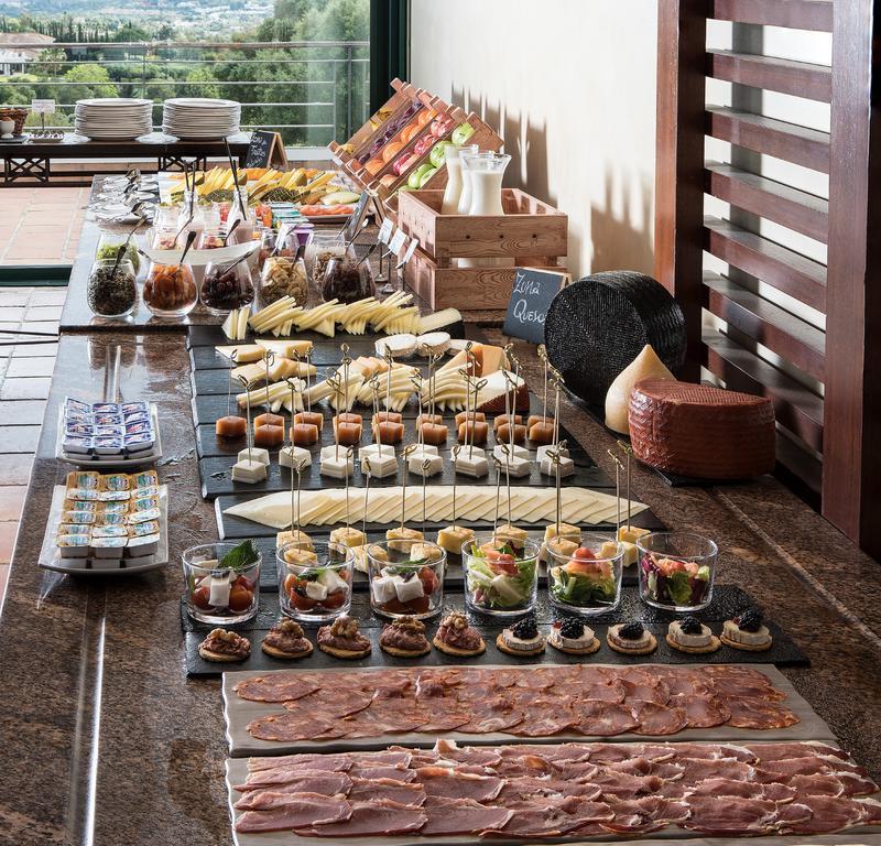 https://golftravelpeople.com/wp-content/uploads/2019/04/Hotel-Almenara-Sotogrande-7.jpg