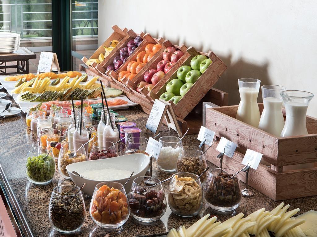 https://golftravelpeople.com/wp-content/uploads/2019/04/Hotel-Almenara-Sotogrande-8-1024x766.jpg