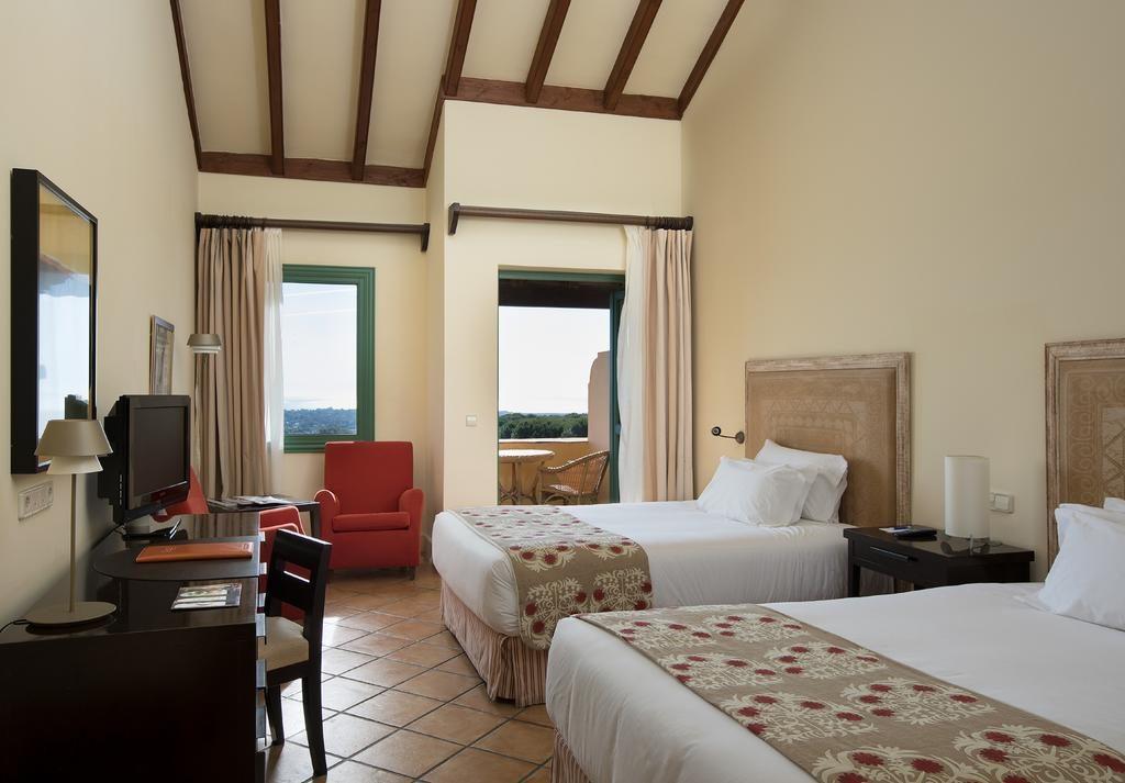 https://golftravelpeople.com/wp-content/uploads/2019/04/Hotel-Almenara-Sotogrande-Bedrooms-2-1024x713.jpg