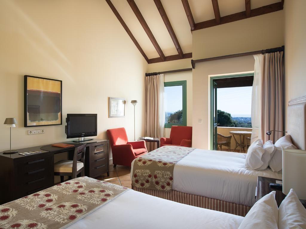 https://golftravelpeople.com/wp-content/uploads/2019/04/Hotel-Almenara-Sotogrande-Bedrooms-3-1024x767.jpg