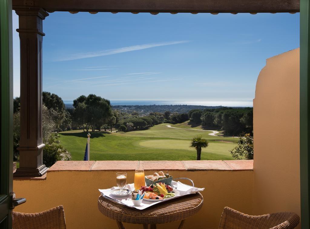 https://golftravelpeople.com/wp-content/uploads/2019/04/Hotel-Almenara-Sotogrande-Bedrooms-4-1024x758.jpg