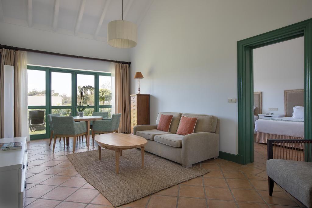 https://golftravelpeople.com/wp-content/uploads/2019/04/Hotel-Almenara-Sotogrande-Bedrooms-6-1024x683.jpg