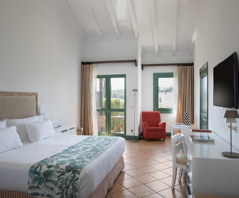 https://golftravelpeople.com/wp-content/uploads/2019/04/Hotel-Almenara-Sotogrande-Bedrooms-9.jpg