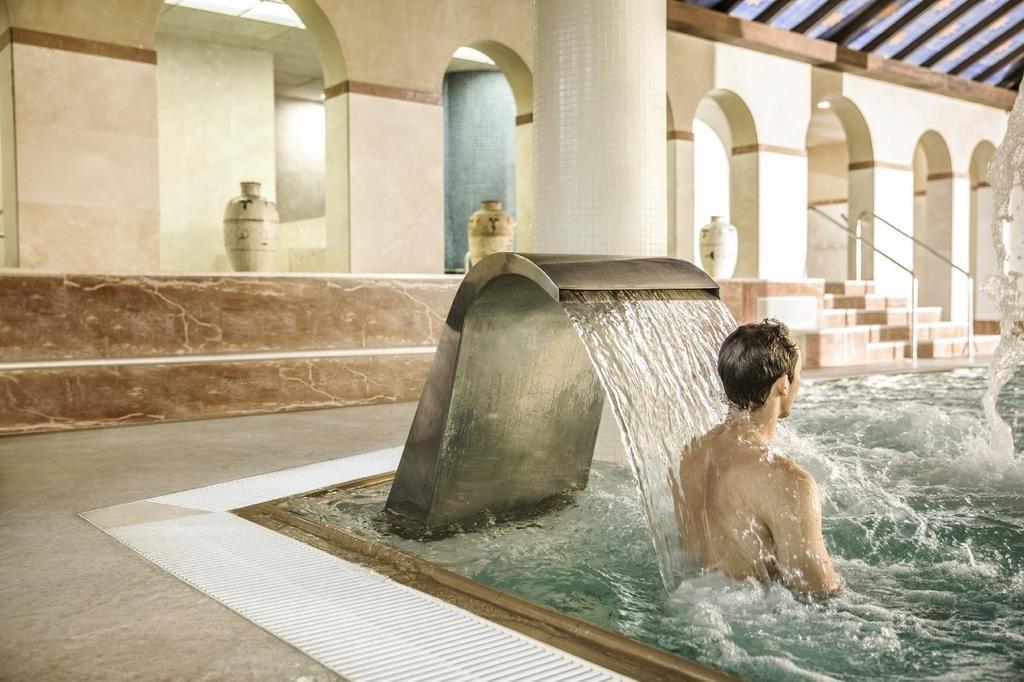 https://golftravelpeople.com/wp-content/uploads/2019/04/Hotel-Almenara-Sotogrande-Swimming-Pool-and-Spa-2-1024x682.jpg