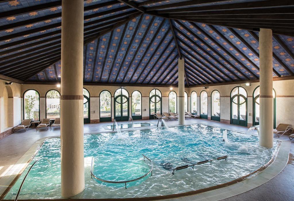 https://golftravelpeople.com/wp-content/uploads/2019/04/Hotel-Almenara-Sotogrande-Swimming-Pool-and-Spa-4-1024x699.jpg