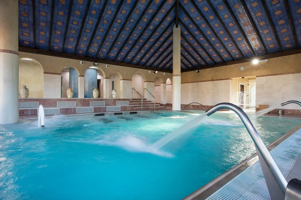 https://golftravelpeople.com/wp-content/uploads/2019/04/Hotel-Almenara-Sotogrande-Swimming-Pool-and-Spa-5-1024x683.jpg