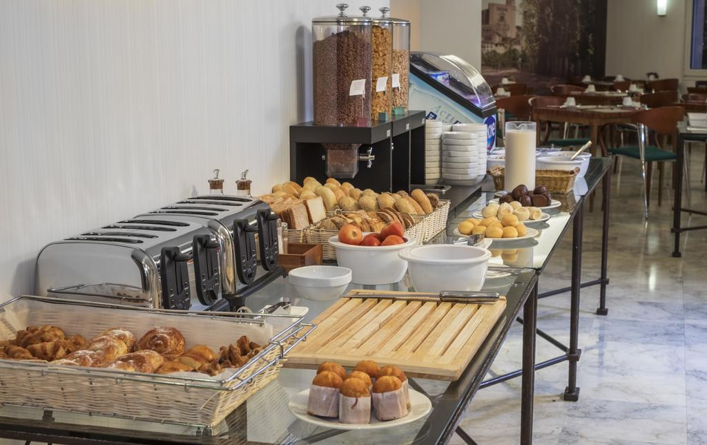 https://golftravelpeople.com/wp-content/uploads/2019/04/Hotel-Gran-Ultonia-Girona-13.jpg