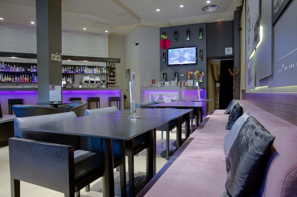 https://golftravelpeople.com/wp-content/uploads/2019/04/Hotel-Gran-Ultonia-Girona-6.jpg