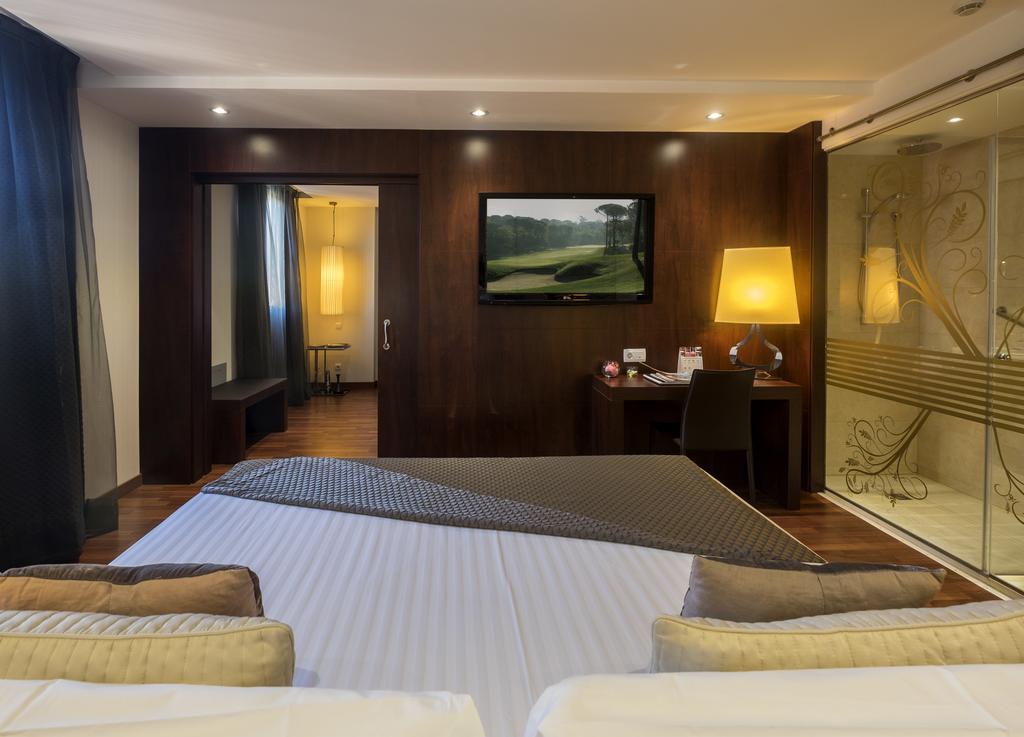 https://golftravelpeople.com/wp-content/uploads/2019/04/Hotel-Gran-Ultonia-Girona-Bedrooms-16.jpg
