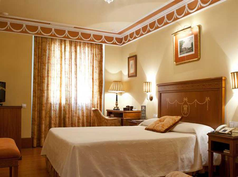 https://golftravelpeople.com/wp-content/uploads/2019/04/Hotel-Inglaterra-Seville-5.jpg